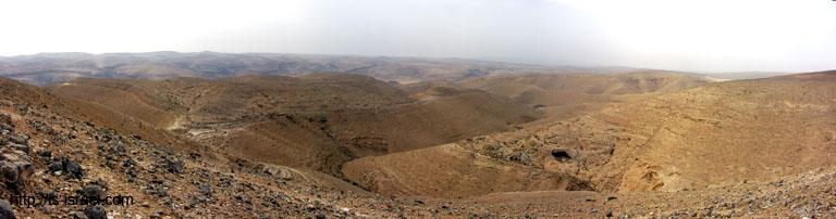 Вид на горы Димоны и ущелье ручья (нахаль) Димона