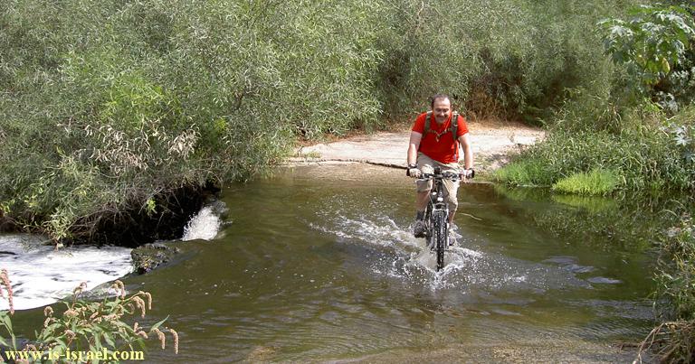 Переправа через нахаль (ручей) Сорек
