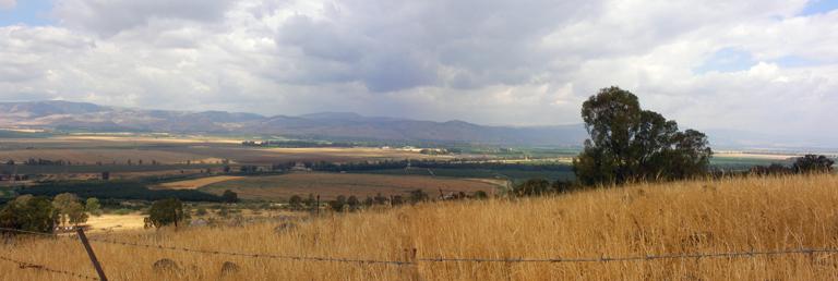 Вид с Голанских Высот на долину Эмек ха-Хула.