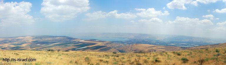 Вид на озеро Кинерет и прилегающие заповедники.
