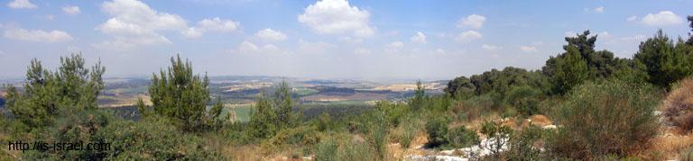 Вид на долину Сорек с панорамной площадки горы Тнуфа.