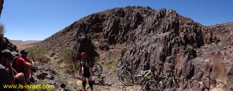 В каньоне Призмот кратера Рамон