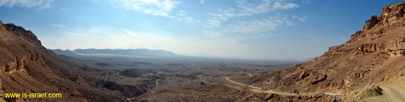 Вид на Махтеш (кратер) Рамон и Маале Нуах